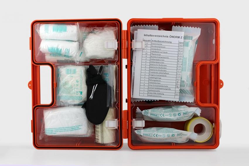 Как правильно собрать аптечку для путешествий?