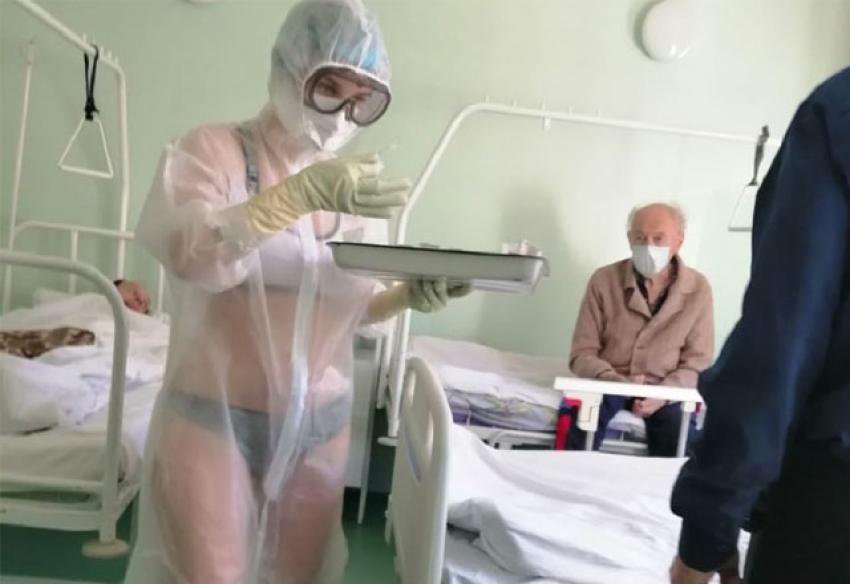 Медсестра из Тулы стала «звездой», надев защитный костюм на купальник